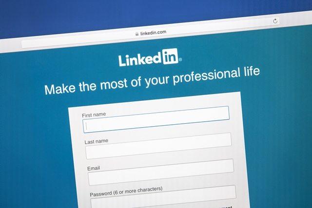 Finding-Security-Guard-Jobs-through-LinkedIn